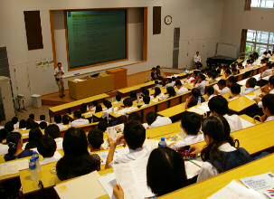 今年最後のオープンキャンパスを開催 受験直前、入試対策模擬授業を実施