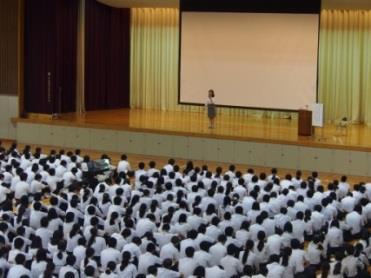 人権教育講演会「自分も相手も大切に」 ウィメンズネット・和歌山の講師による講演会および生徒によるワークショップ