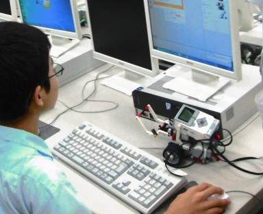 LEGOロボットの操作や、プラネタリウム投影など 8種類の「わくわく体験教室」開催 附属広島中学校東広島校