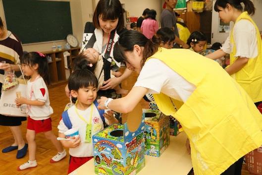 近畿大学九州短期大学保育科の学生がボランティア参加 「きんだいっ子夏祭り&バザー」を開催