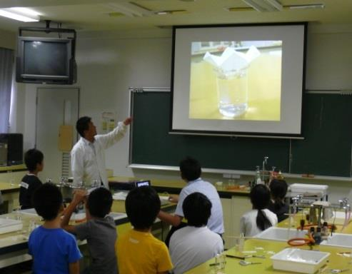 中高大連携 盛りだくさんのオープンスクール 小中学生対象「体験授業」や近畿大学工学部ブースも