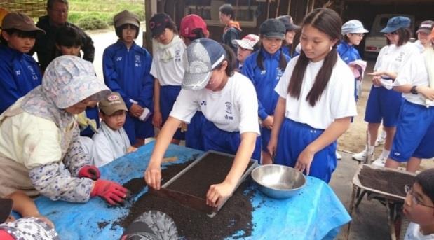 稲作実習で種もみまきを体験 1年間のお米作りから、食への感謝の気持ちを育む