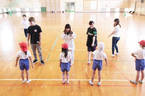 菰田小学校で新体力テストの測定を支援 近畿大学九州短期大学が学生サポーターを派遣