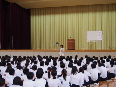 第8回人権教育講演会を開催 「いのちの講演家」岩崎順子氏が講演