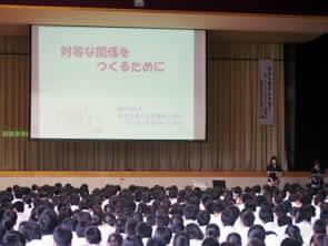 作家 佐藤律子氏による人権教育講演会 「命の大切さ」をテーマに-「種まく子供たち 種まく大人たち」