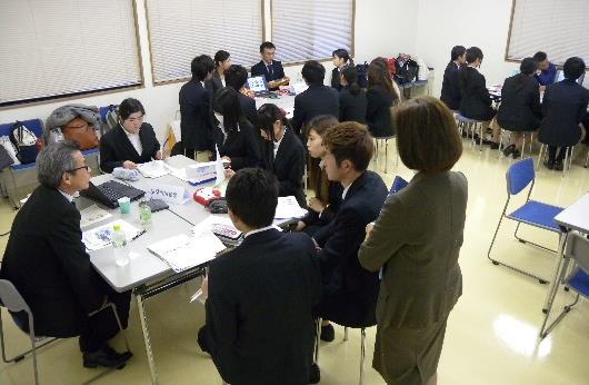 卒業生との就職活動座談会を実施 体験談から就職活動の心構えを学ぶ