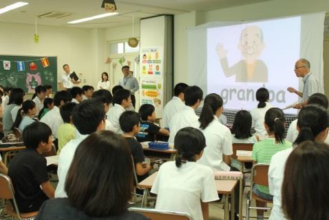 キッズチャレンジ in 近大福岡高校を開催 ~本校生徒が地域の小学生に楽しい学びを提供~