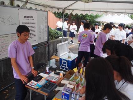 生徒会による「第2回復興支援販売会」を開催 東日本大震災・熊本地震の被災地で生産された商品を文化祭で販売
