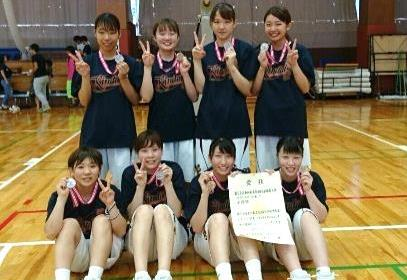 女子バスケットボール部が飯塚市長を表敬訪問 全国私立短期大学体育大会2年連続、準優勝