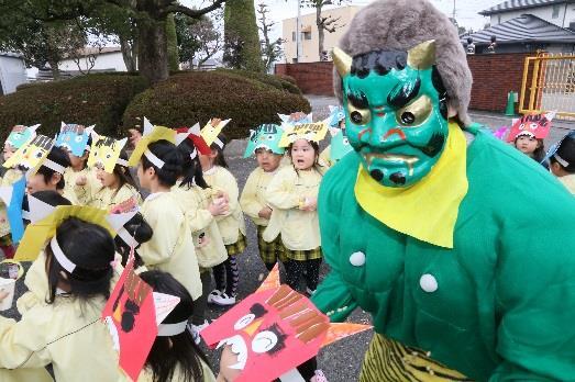 日本の伝統行事「豆まき」を実施 園児が豆まきを通し、節分の由来や意味を学ぶ