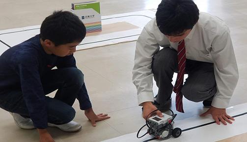 小学生4~6年生対象「わくわく体験教室」開催 「ロボットの教室」「貿易の教室」など7種類の体験教室