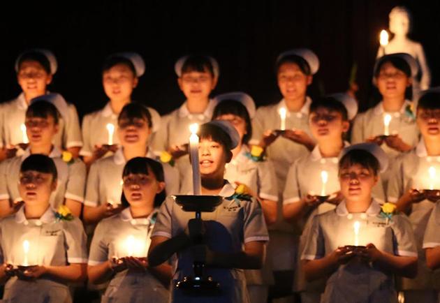 看護師への第一歩「戴帽式」を開催 オープンスクールにて中学生に公開