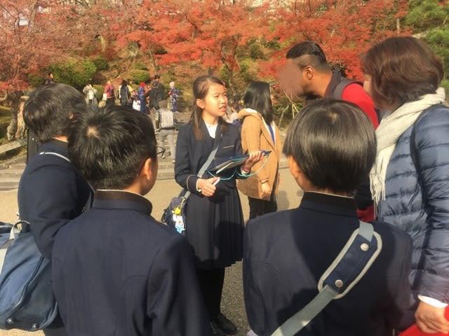 小学生が世界遺産「清水寺」で、外国人観光客に英語でインタビュー! 人工知能(AI)を用いたECCアプリで「対話式英語学習」の成果を試す