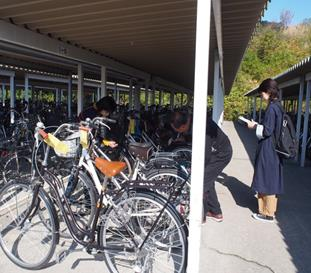 安心・安全な自転車通学めざして 通学用自転車の一斉整備点検と保護者の見守りを実施