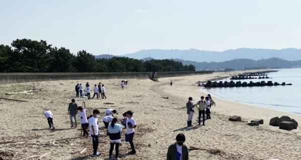 中学生がふるさと和歌山市の浜でSDGsを学ぶ 漂着ごみの調査、海岸クリーンアップ活動を実施
