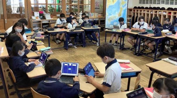 ICT環境を整備し、全児童がiPadを使用する革新的な教育を展開 人気ゲームを用いたプログラミング講座を放課後学習で開講