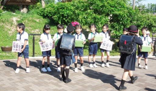 一目千本の桜を守りたい!小学校児童が「吉野の桜募金運動」実施 宿泊学習の際に「吉野の桜を守る会」に贈呈