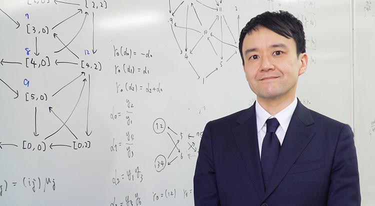 パンルヴェ方程式の高階化など、新しい方程式の発見。 数学の持つ普遍性と発展性を鍵に、最先端研究の礎を築く。